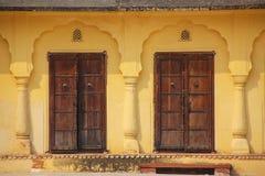 Portes en bois dans la deuxième cour d'Amber Fort près de Jaipur, Photo libre de droits