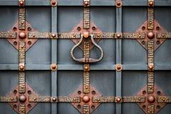 Portes en fer forgé, pièce forgéee ornementale, éléments forgés en gros plan image stock
