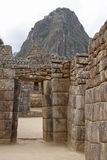 Portes en pierre dans la ville antique de Machu Picchu Photo stock