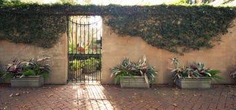 Portes et entrées scéniques, architecture unique, vieille, ornée Images libres de droits