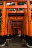 Portes rouges célèbres du tombeau de Fushimi Inari Photographie stock