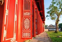 Portes rouges de citadelle impériale, Hue, Vietnam Image stock
