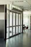 Portes transparentes à l'entrée Photo stock