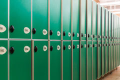 Portes vertes avec des nombres et des serrures Photos stock