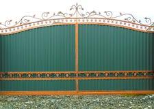 Portes vertes en acier et un bâton de pièce forgéee Image libre de droits