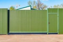 Portes vertes en métal Photographie stock libre de droits