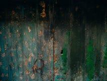 Portes vertes Texture en bois Vieille peinture minable et irradiée Photos libres de droits