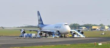 Porteur de Boeing 747 de cargaison du monde Photographie stock libre de droits