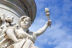 Porteur de flambeau de la statue de la République (Frances de Paris) Photos stock