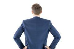 Portez la vue de l'homme d'affaires avec des mains sur la hanche photographie stock