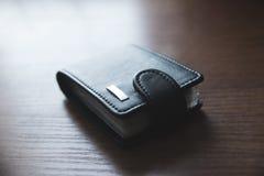 Portfel dla kredytowych kart na stole obrazy royalty free