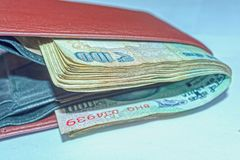 Portfel pełno stare 100 rupii indianin waluty obrazy royalty free