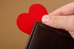Portfel w ręka finanse i oszczędzania pojęciu obraz stock