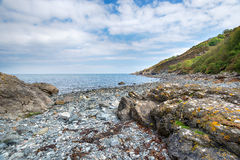 Porthallow strand i Cornwall Arkivfoto