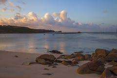 Porthcressa strand på gryning, St Mary & x27; s öar av Scilly, England arkivbilder