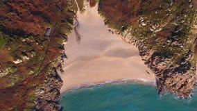 Porthcurno, Cornwall Sandy Beach och Atlantic Ocean från över arkivfoto