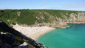 Porthcurno strand i Cornwall Arkivfoto