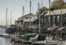 Porthmadog, Północny Walia UK - łodzie i domy fotografia royalty free