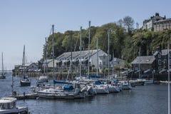 Porthmadog Wales, UK - några fartyg i porten royaltyfria foton