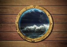 porthole statku burza zdjęcie royalty free