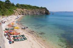 Porthpean strand Cornwall England nära St Austell med det blåa havet Arkivbild