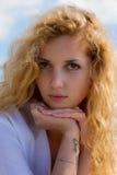 Porthret av den unga kvinnan Arkivbilder