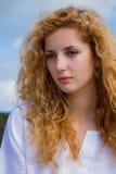 Porthret av den unga kvinnan Arkivfoto