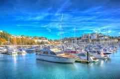 Porticciolo BRITANNICO di Torquay Devon con le barche e gli yacht il bello giorno in HDR colourful fotografie stock libere da diritti
