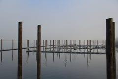 Porticciolo calmo in nebbia di mattina Fotografia Stock Libera da Diritti