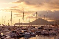 Porticciolo dell'yacht al tramonto. Il Montenegro. Immagine Stock