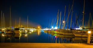 Porticciolo di Burriana con le barche riflesse nel mare fotografia stock