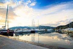 Porticciolo di lusso dell'yacht Porto in mar Mediterraneo al tramonto Immagine Stock Libera da Diritti