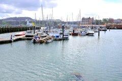 Porticciolo e porto a Scarborough, Yorkshire fotografia stock libera da diritti
