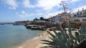 Porticciolo piacevole della spiaggia e dell'yacht della strega della città Immagini Stock