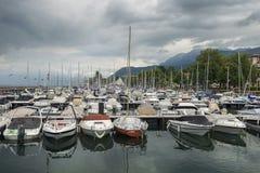 Porticciolo sul lago Lemano nel primo mattino, Montreux, Svizzera Immagini Stock