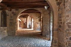 Portici avanti via Mercatorum, dei Tasso, villaggio medievale antico, Camerata Cornello, Lombardia, Italia di Cornello fotografia stock libera da diritti