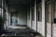 Portico abbandonato con le porte - sanatorio abbandonato di tubercolosi - il New Jersey immagini stock libere da diritti