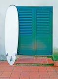 Surf nel portico Fotografia Stock