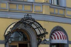 portico del ferro battuto nel vecchio stile Fotografia Stock Libera da Diritti