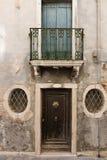 Portico di vecchia casa italiana Immagini Stock