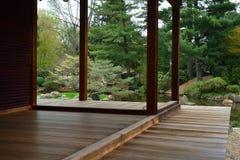 Portico o piattaforma di legno del tek Fotografia Stock