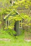 Portico sulla proprietà abbandonata vuota. fotografie stock libere da diritti