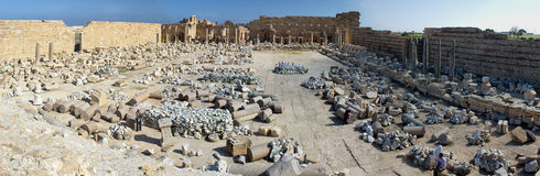 porticoes för marknad en för den kioskleptislibya magnaen omgav tholoi två royaltyfria foton