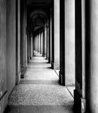 Portiek, beschutte gang, in Bologna met zijn bijna 40 kilometers portieken Bologna is een unieke stad in de wereld Royalty-vrije Stock Foto's