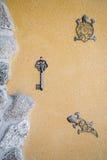 Portiek met ijzerambachten die wordt verfraaid Royalty-vrije Stock Fotografie
