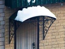 Portiek onder de sneeuw, retro stijl royalty-vrije stock foto