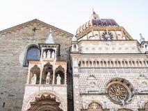 portiek van de Basiliek en Cappella Colleoni royalty-vrije stock fotografie
