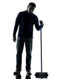 Portier d'homme balayant une silhouette plus propre d'ennui intégrale Photo libre de droits