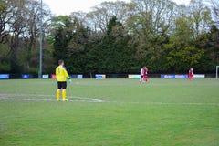 Portiere di calcio nel giallo Fotografia Stock