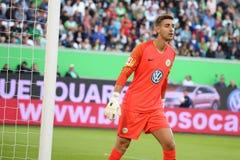 Portiere Koen Casteels all'arena di Volkswagen a Wolfsburg fotografie stock libere da diritti